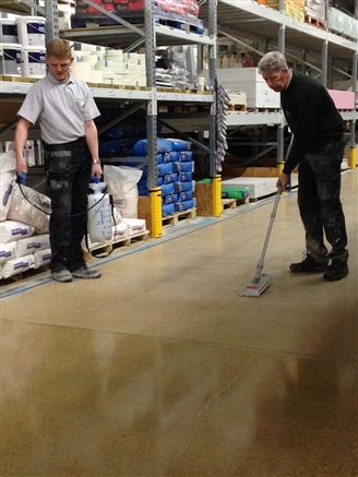 After paint removal, the floor receives two eco-friendly liquid treatments. First, a densifier to strengthen the concrete and make it more scratch resistant, secondly a protective sealer to protect against staining and improve daily cleaning.