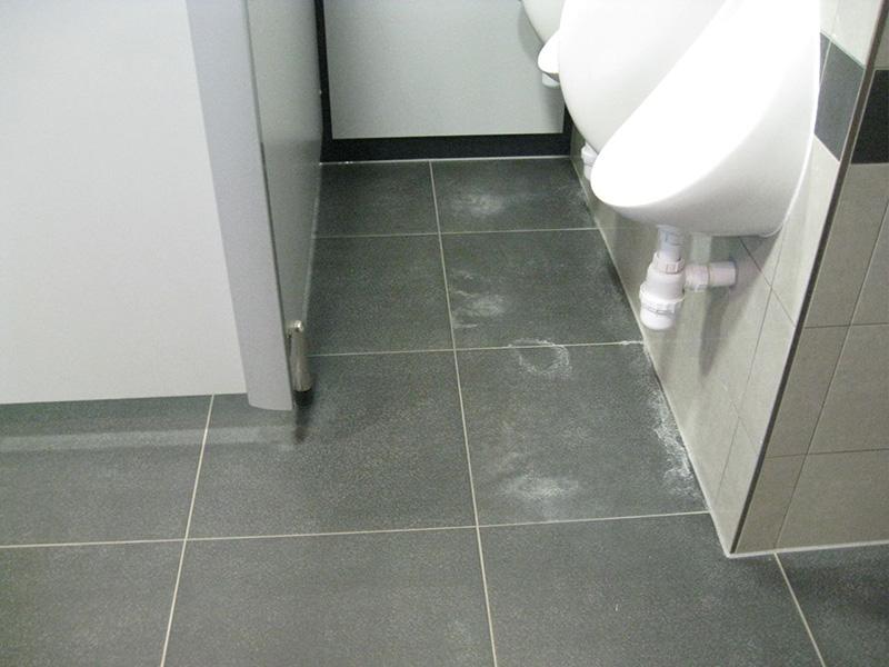 how to clean my bathroom tiles